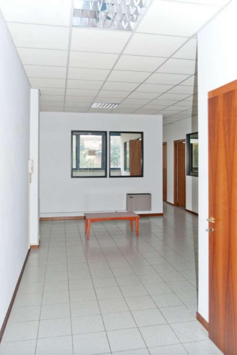 Ufficio / Studio in affitto a Carpi, 4 locali, prezzo € 600 | CambioCasa.it