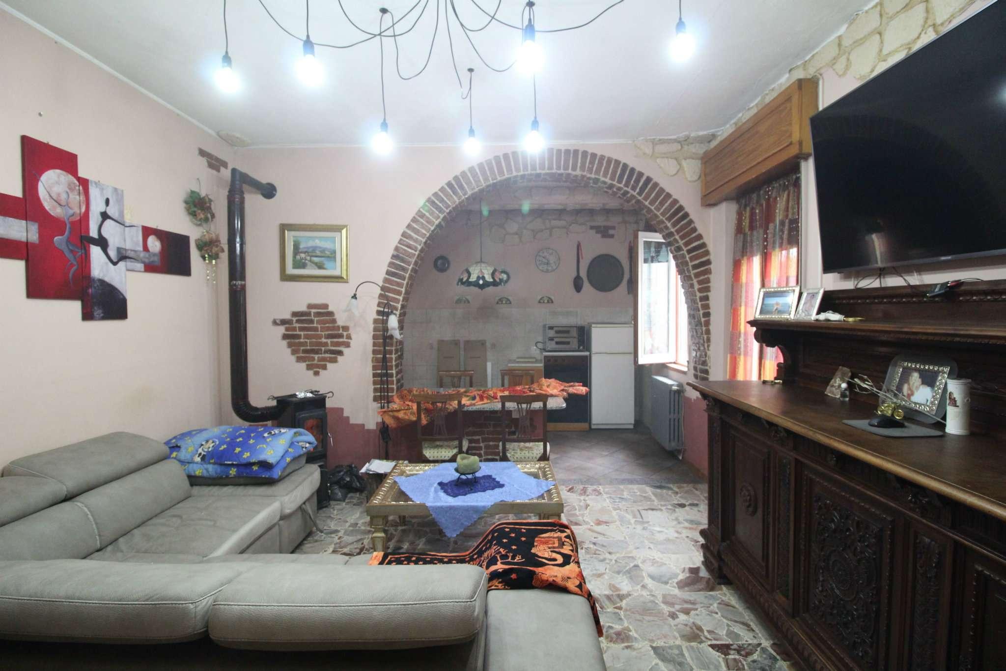 Porzione di casa in condizioni mediocri in vendita Rif. 8888711