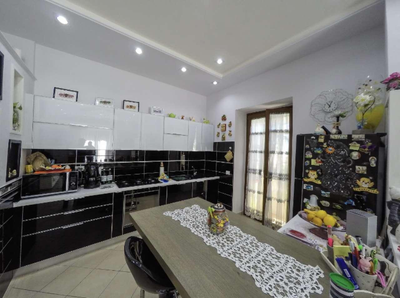 Appartamento ristrutturato in vendita Rif. 8620178