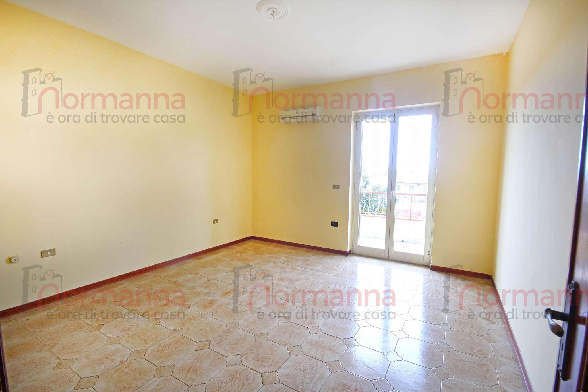 Appartamento in buone condizioni in affitto Rif. 9088320