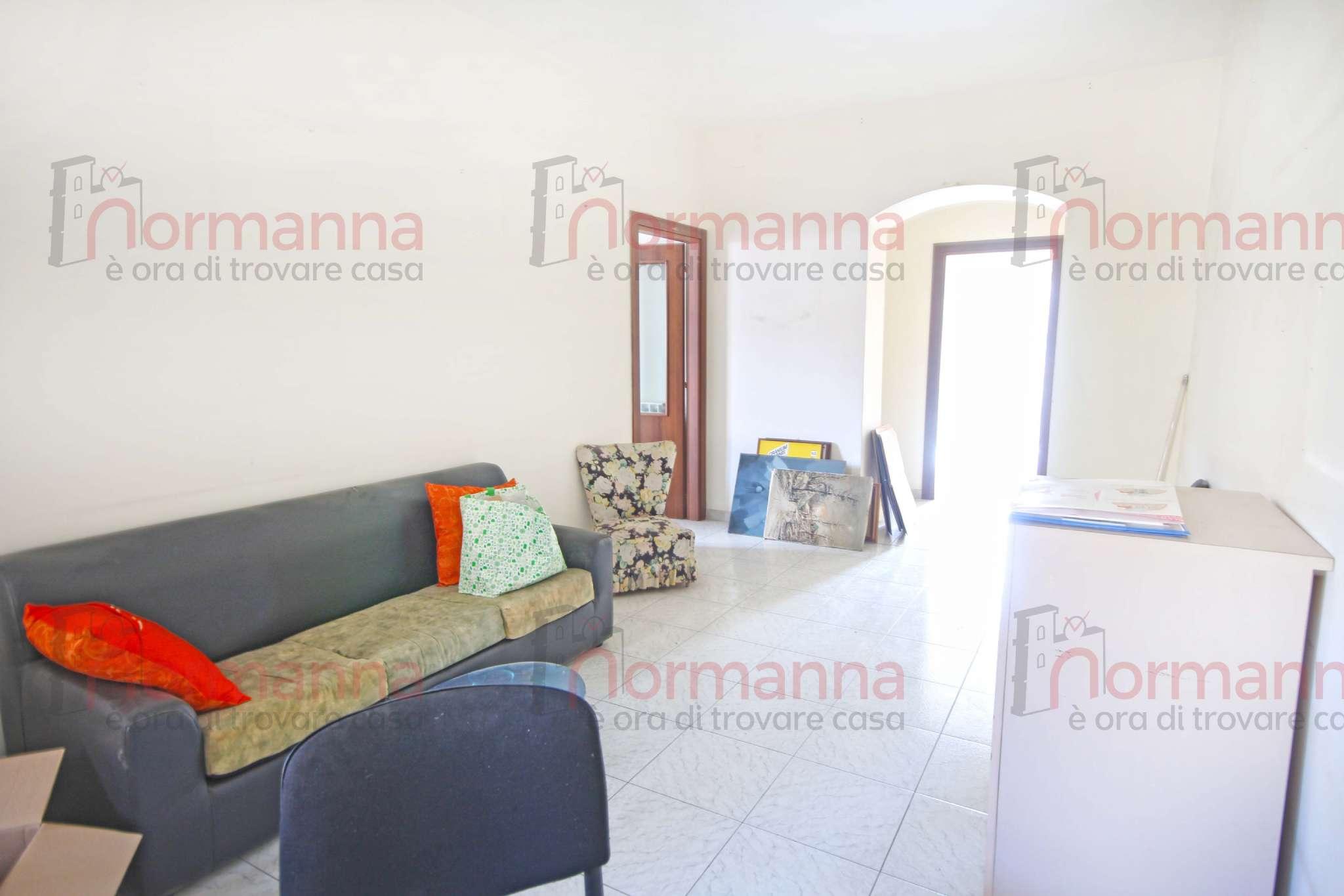 Appartamento in buone condizioni in affitto Rif. 9319673