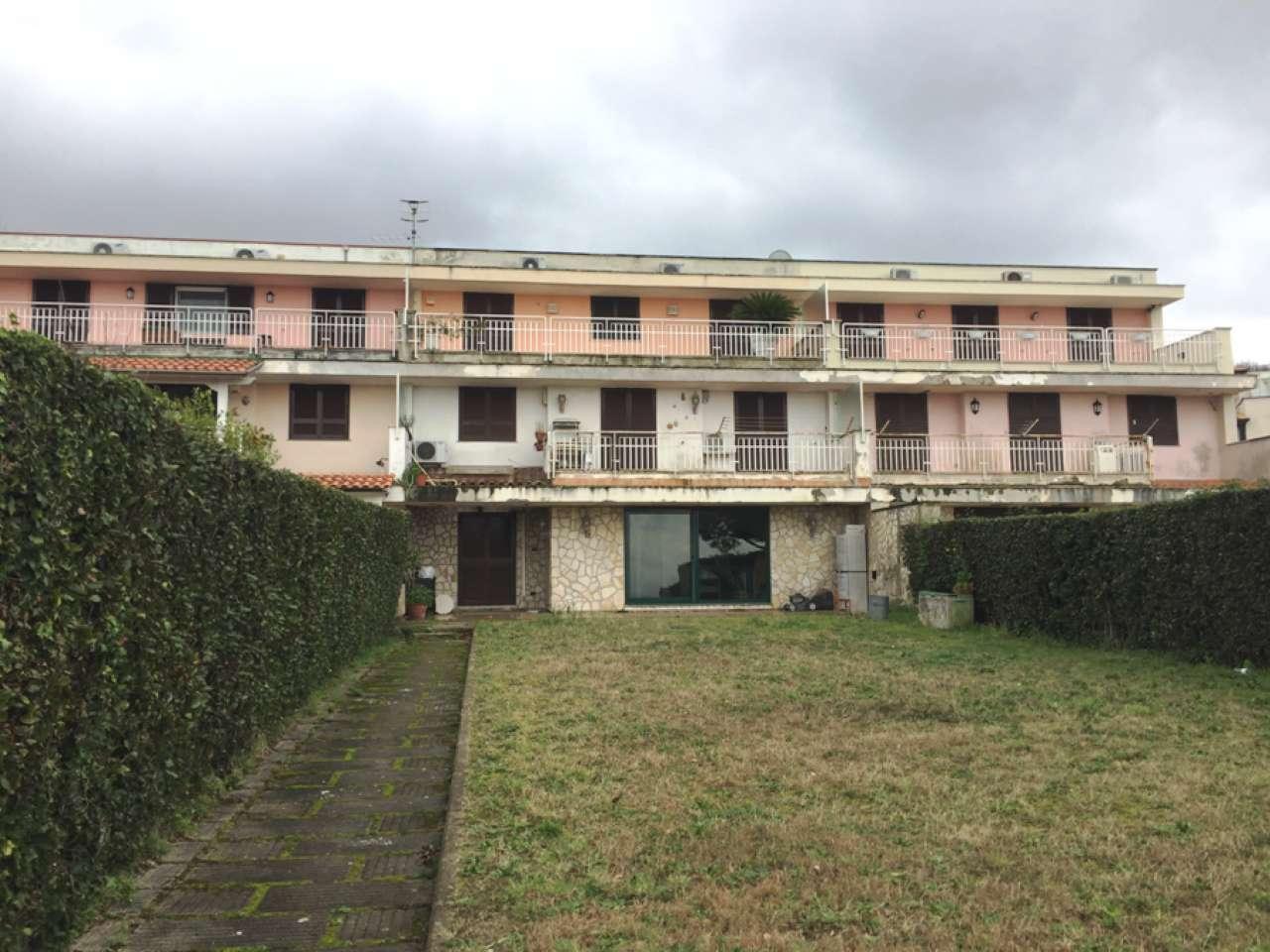 Appartamento in vendita a Pozzuoli, 6 locali, prezzo € 395.000 | CambioCasa.it