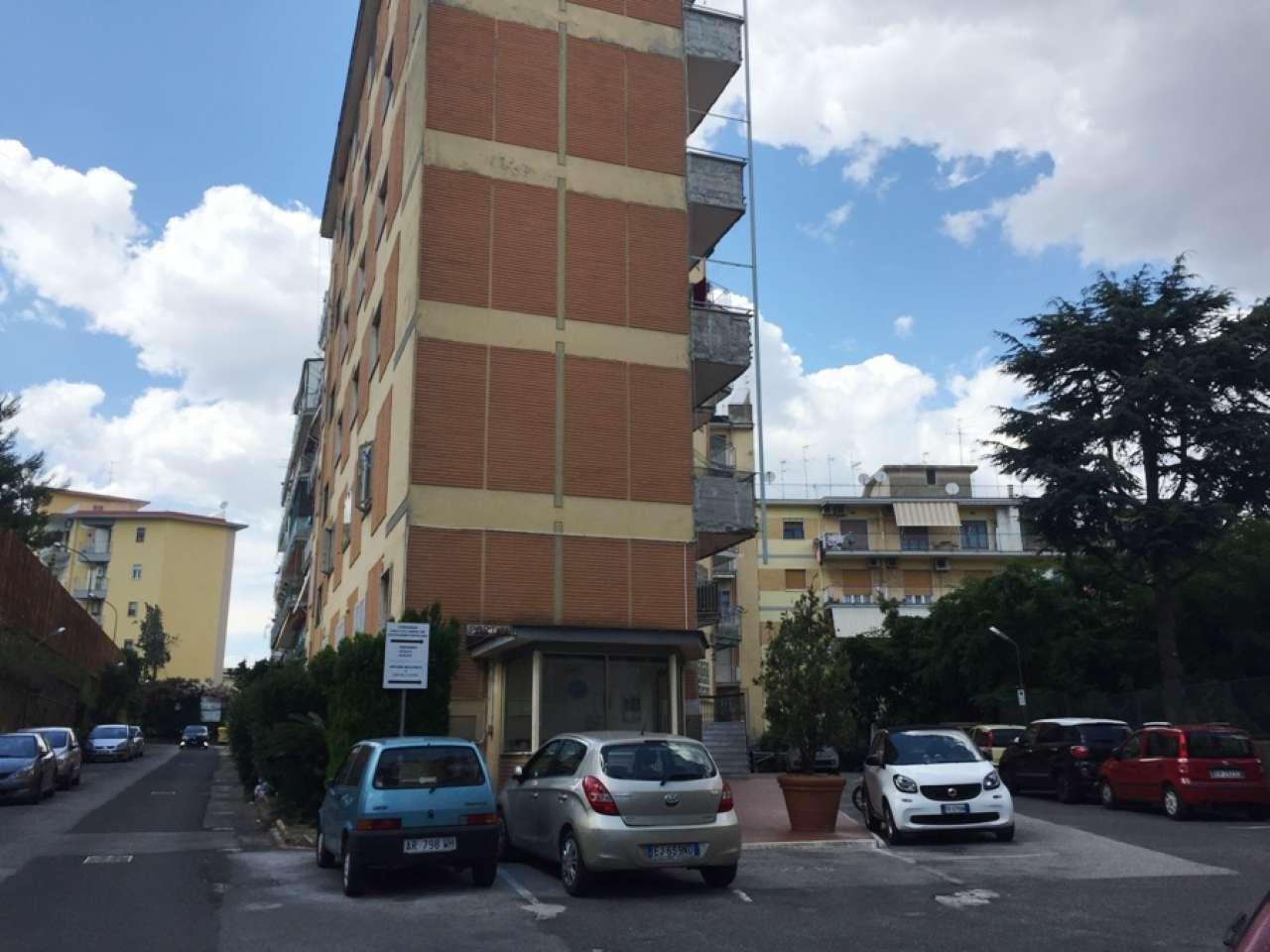 Appartamento in discrete condizioni in vendita Rif. 8650988