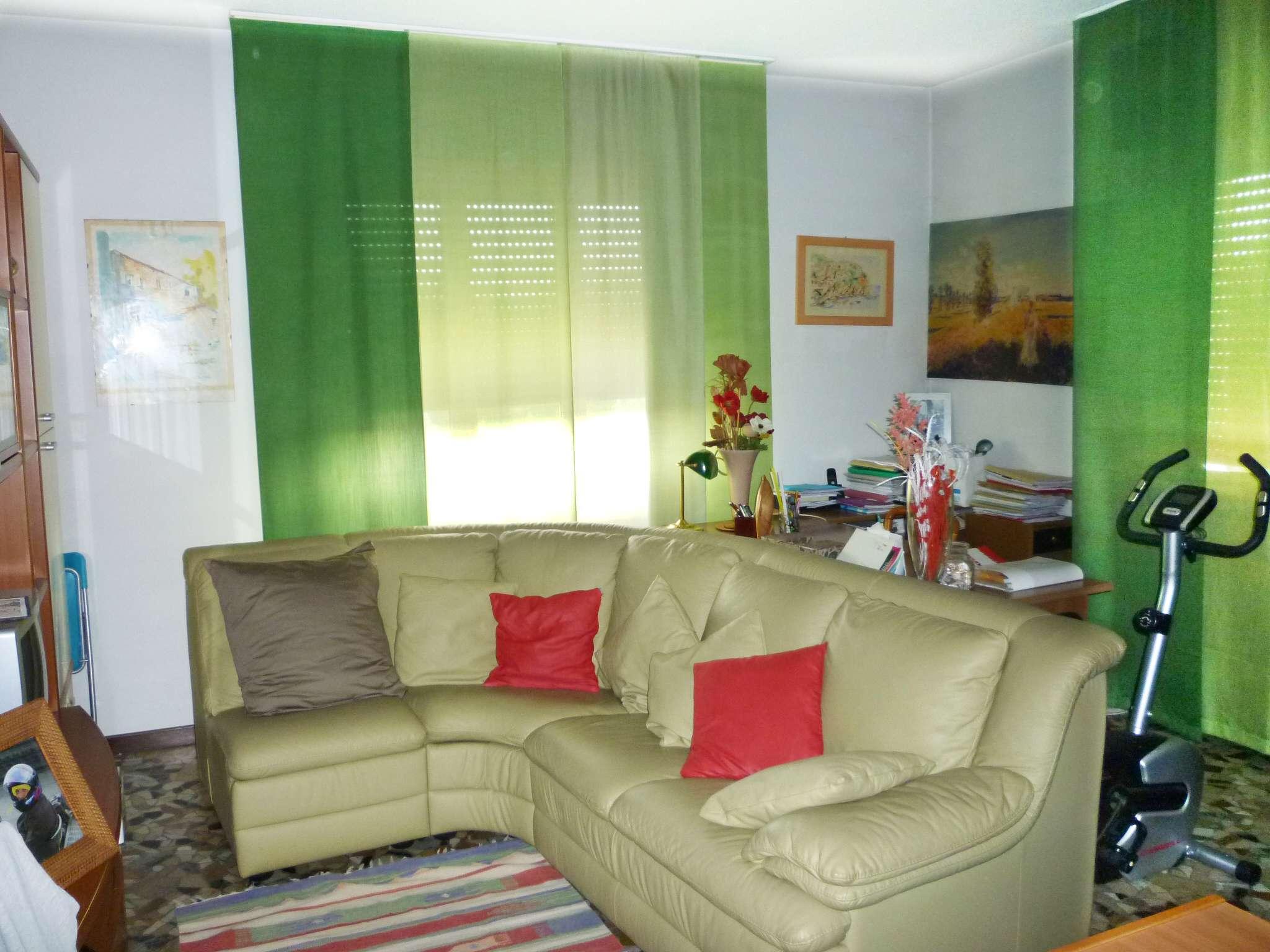 Appartamento in buone condizioni in vendita Rif. 7375891
