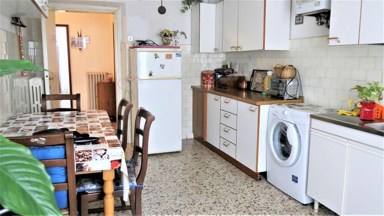 Appartamento da ristrutturare parzialmente arredato in vendita Rif. 9309568
