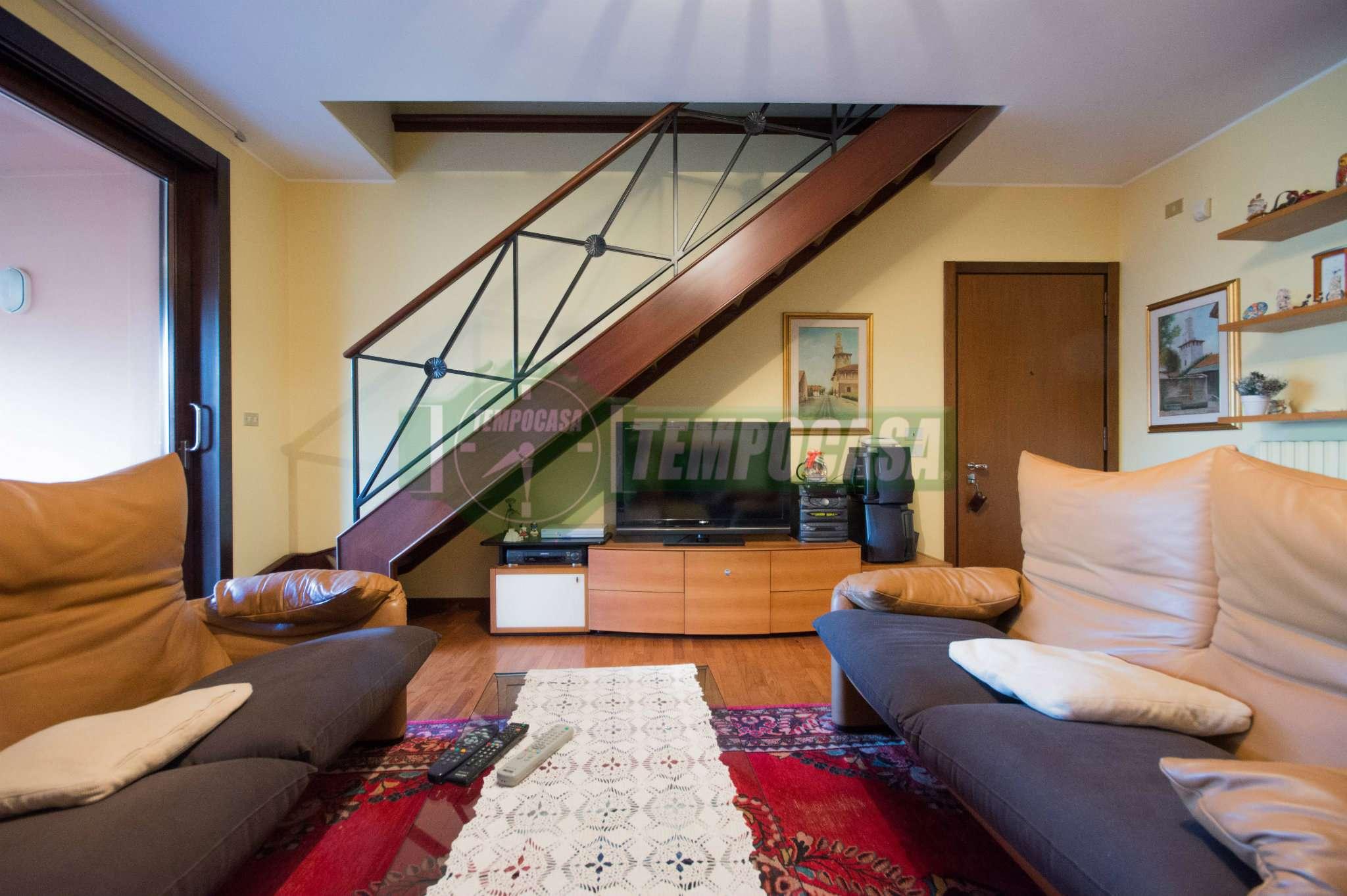 Appartamento in ottime condizioni parzialmente arredato in vendita Rif. 7365579
