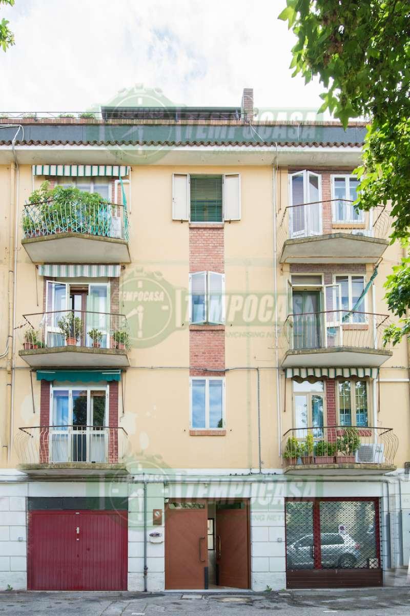 Appartamento in discrete condizioni parzialmente arredato in vendita Rif. 8565816