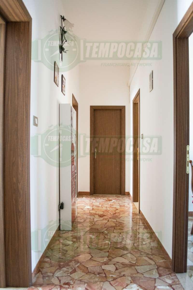 Appartamento ristrutturato parzialmente arredato in vendita Rif. 8565827