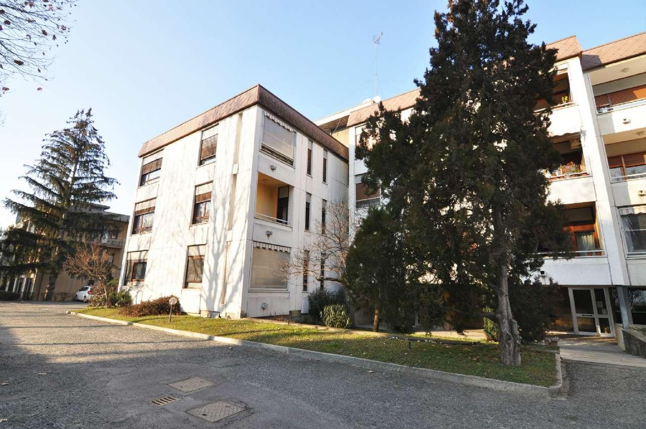 Appartamento in buone condizioni in vendita Rif. 9365839