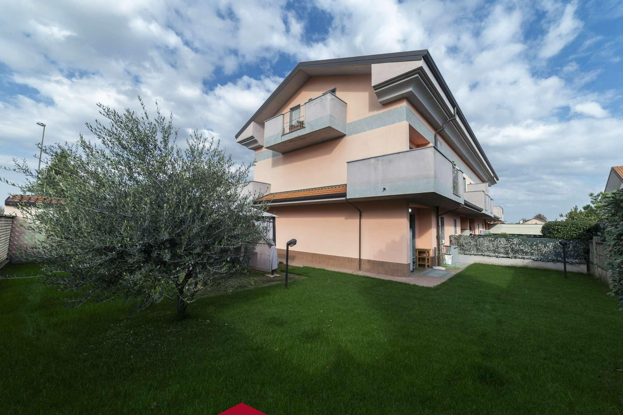 Appartamento in ottime condizioni parzialmente arredato in vendita Rif. 8651054