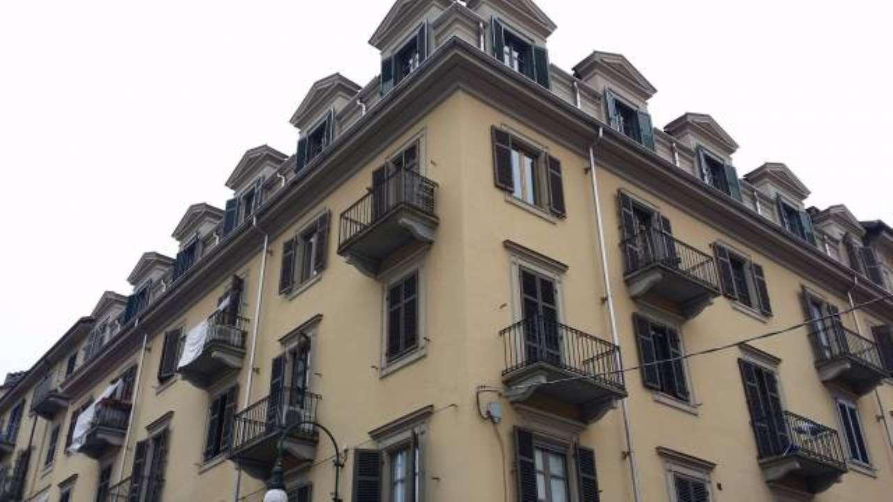 Appartamento in buone condizioni arredato in affitto Rif. 8950061