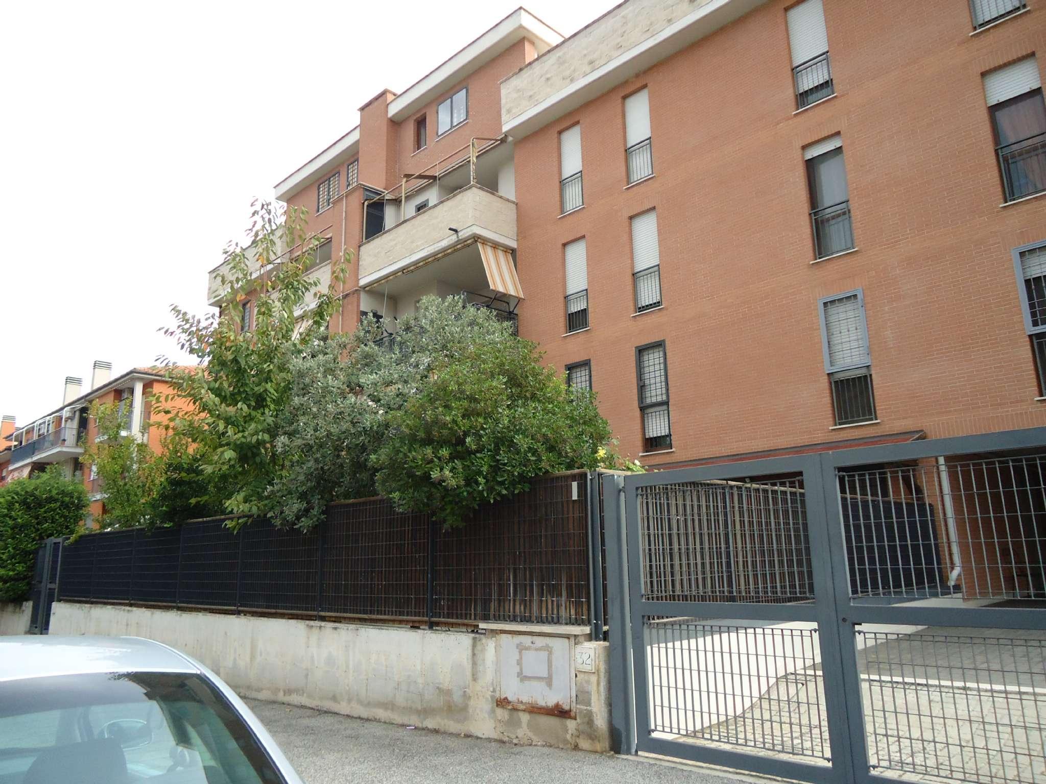 Appartamento in buone condizioni parzialmente arredato in vendita Rif. 8950064