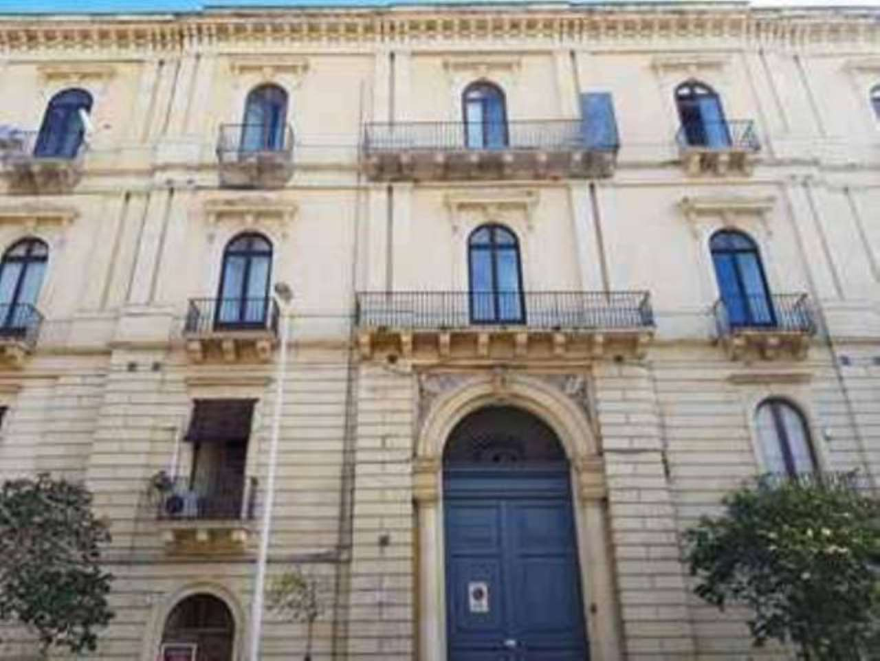 Appartamento in ottime condizioni arredato in affitto Rif. 8177193