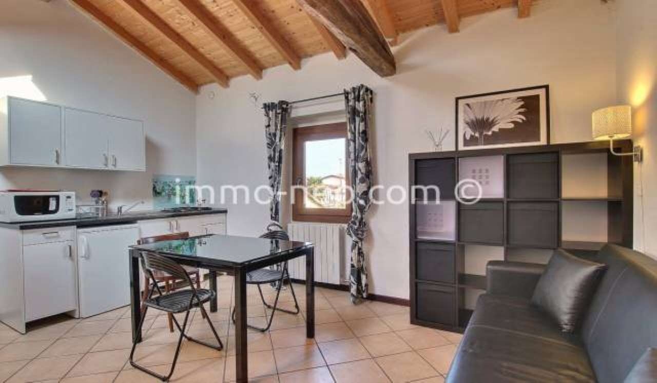 Appartamento in ottime condizioni arredato in vendita Rif. 7453789