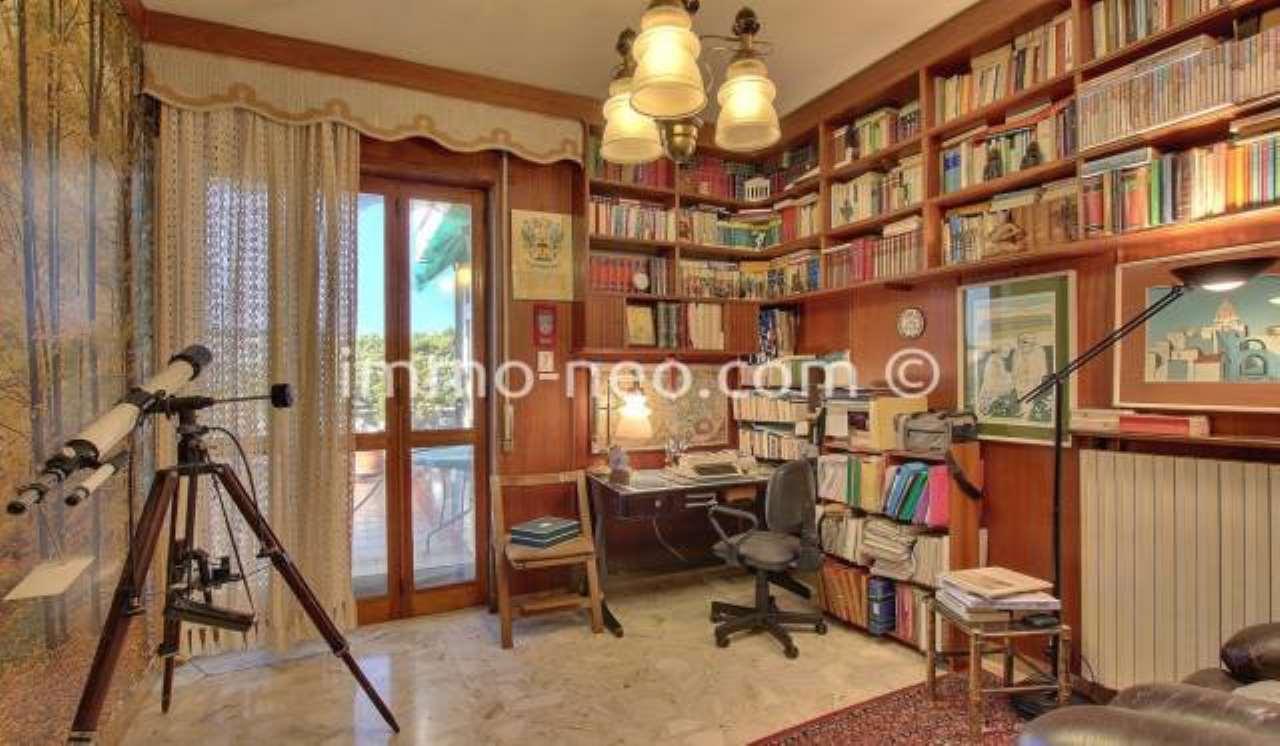 Privato vende attico con terrazzo panoramico e mansarda