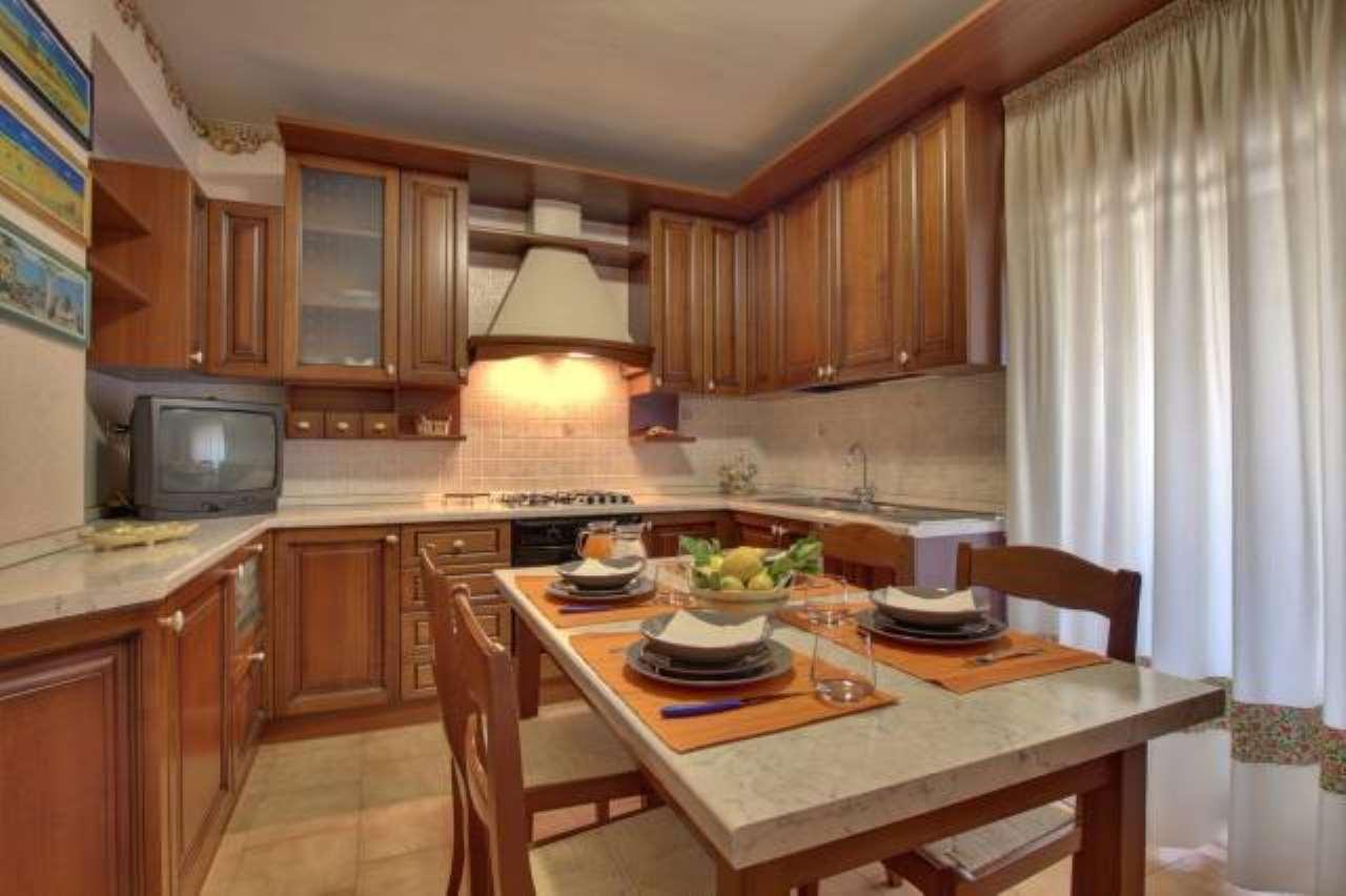 Privato vende appartamento con giardino a Stazzo