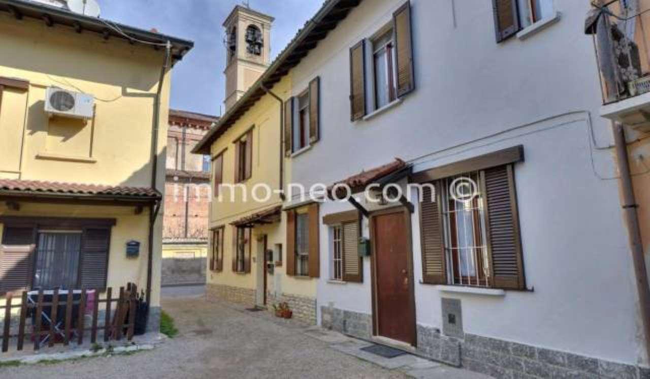 Privato vende appartamento in corte a Lardirago