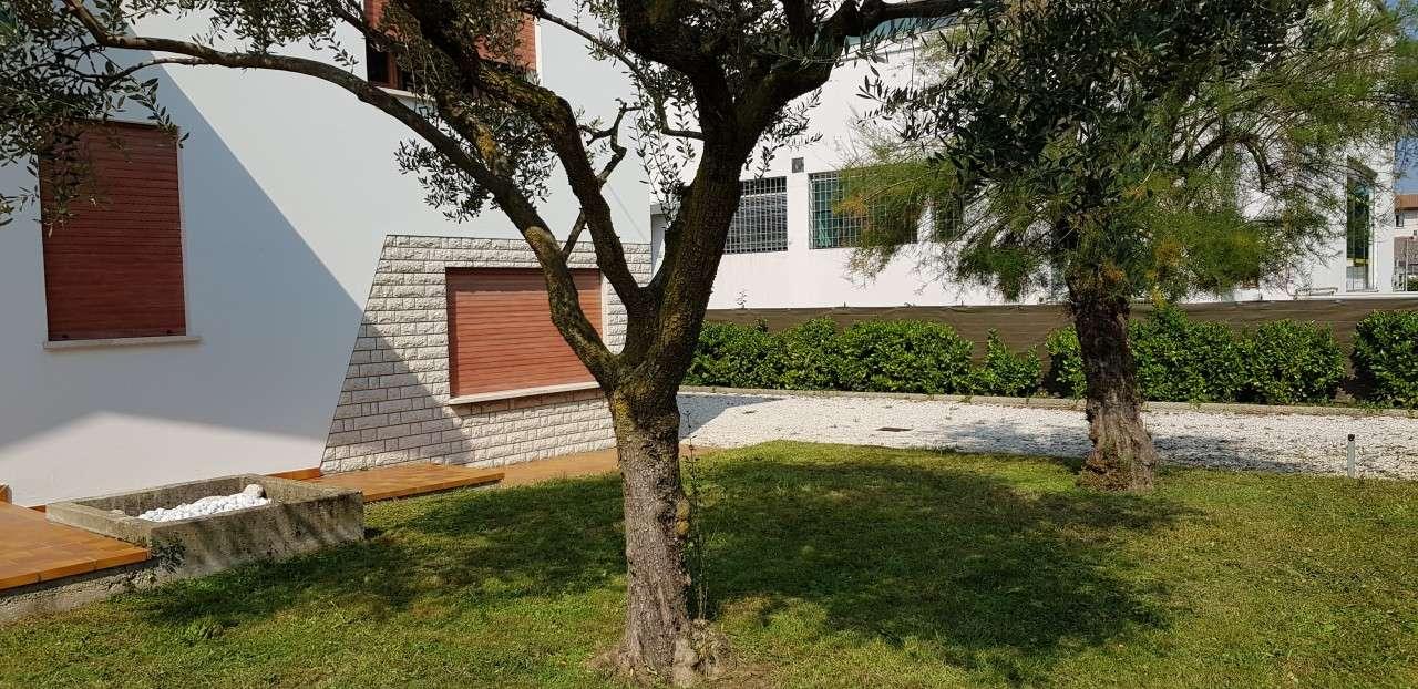 Soluzione Indipendente in affitto a Torri di Quartesolo, 9999 locali, prezzo € 1.500   CambioCasa.it