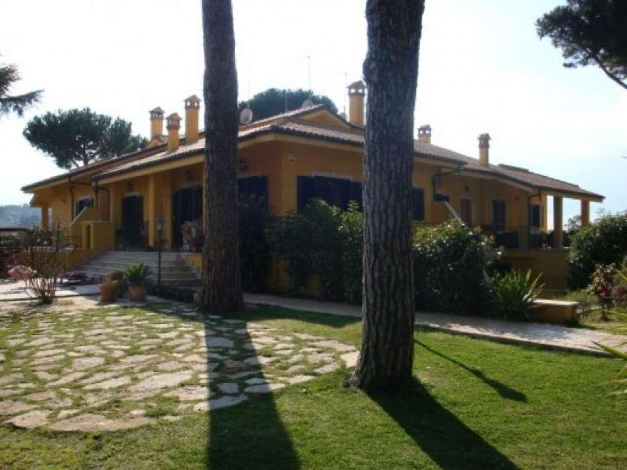 Villa Tri-Quadrifamiliare in vendita a Frascati, 6 locali, prezzo € 590.000   CambioCasa.it