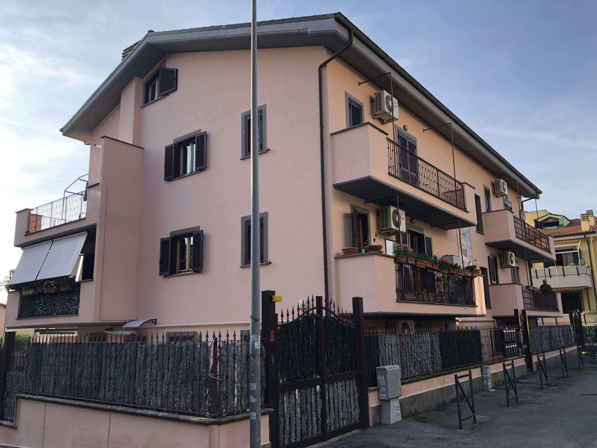 Appartamento in buone condizioni arredato in affitto Rif. 8834454