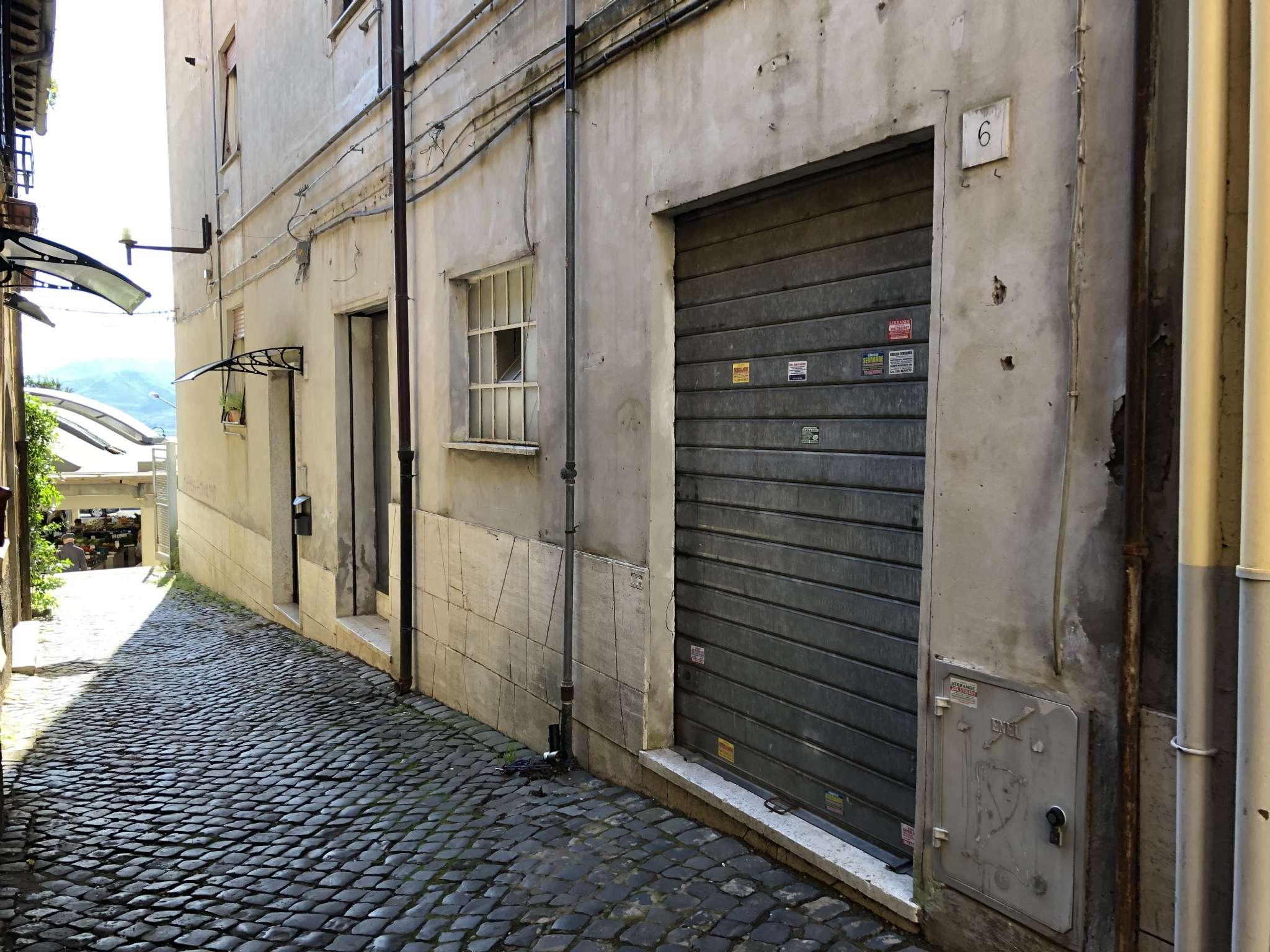 2c6cf918217b Velletri - in posizione centrale, adiacente il mercato coperto, proponiamo  in vendita locale commerciale di 130 mq circa, composto da 5 vani, 3  vetrine con ...