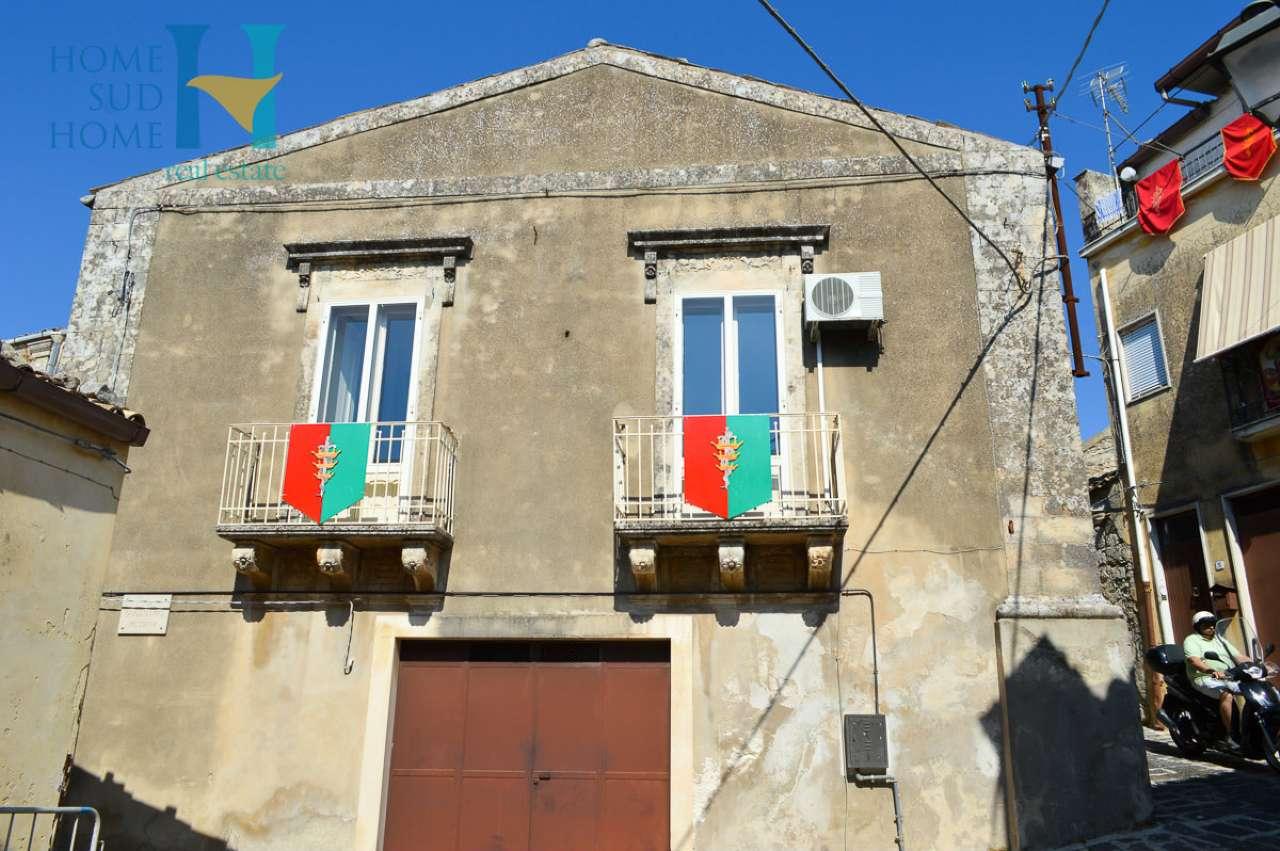Stabile / Palazzo in ottime condizioni arredato in vendita Rif. 8162468
