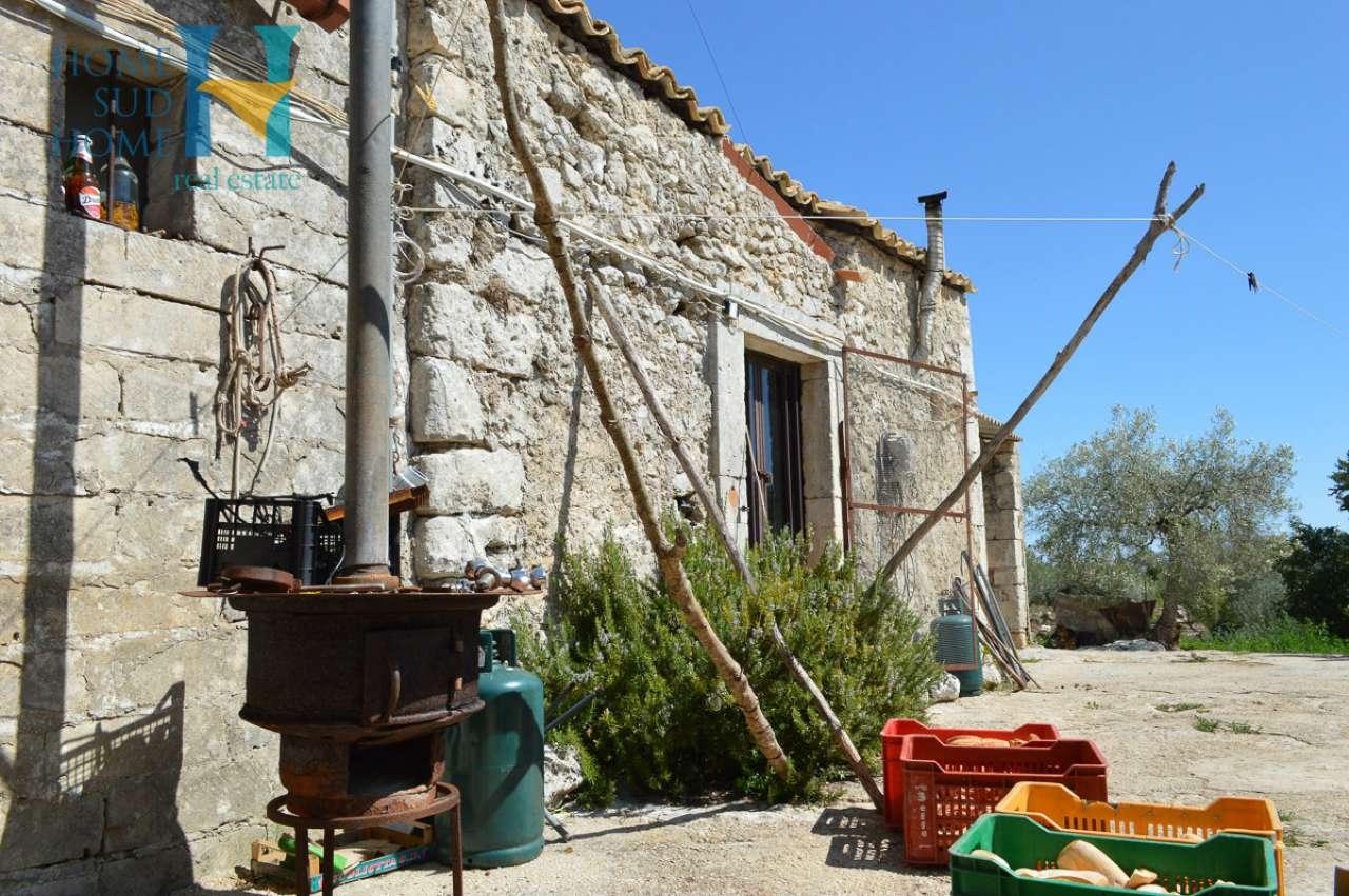 Rustico / Casale da ristrutturare parzialmente arredato in vendita Rif. 8988667