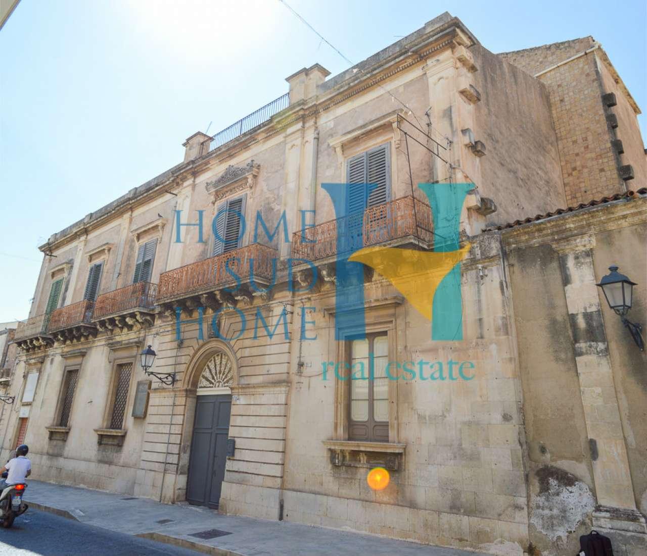 Stabile / Palazzo parzialmente arredato in vendita Rif. 8162512