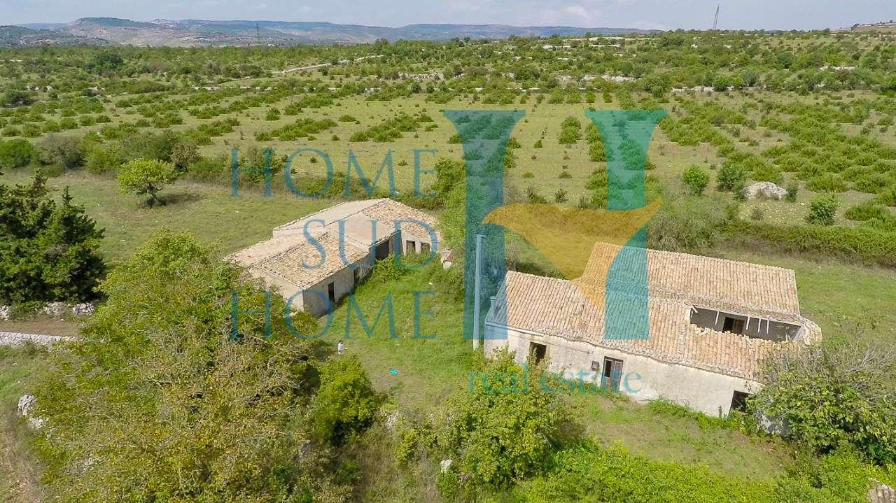 Rustico / Casale da ristrutturare in vendita Rif. 8496221