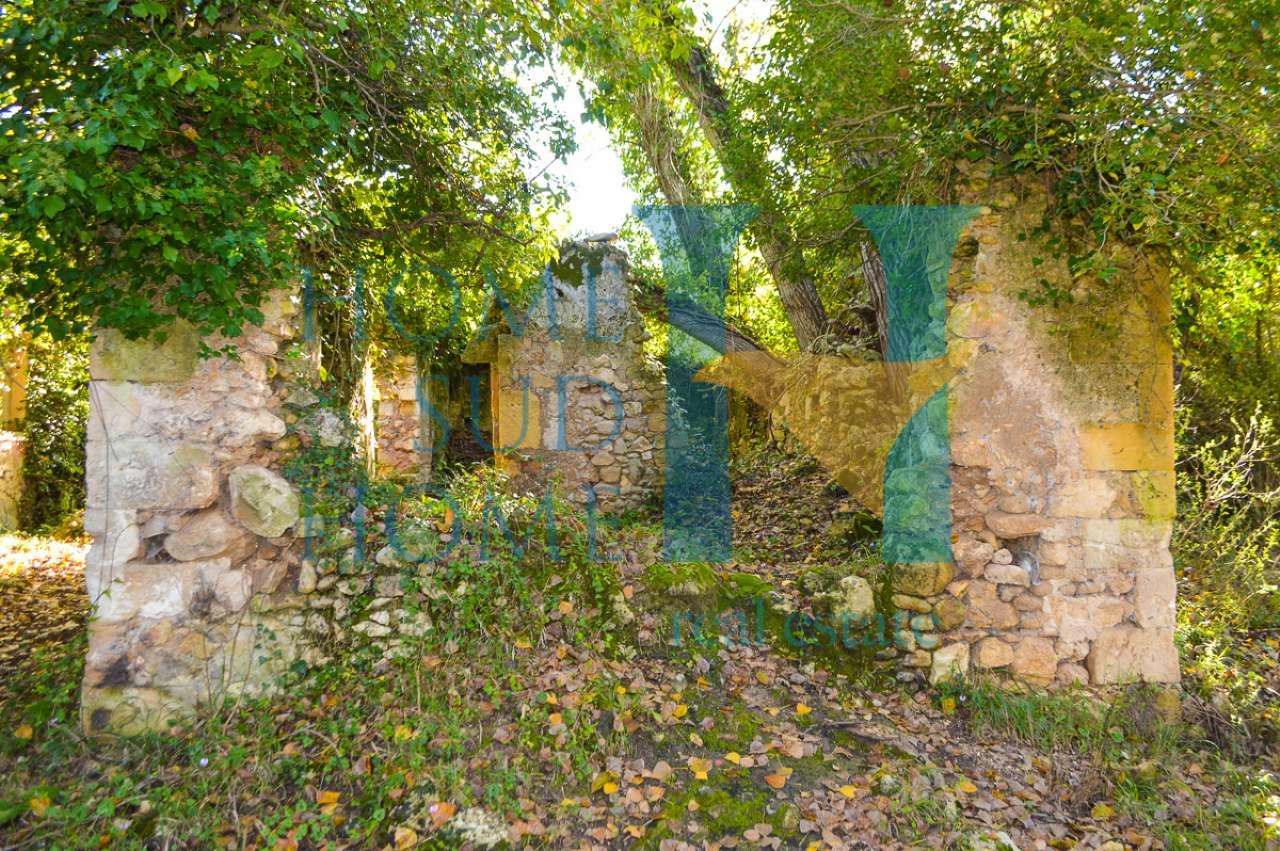 Rustico / Casale da ristrutturare in vendita Rif. 9036400