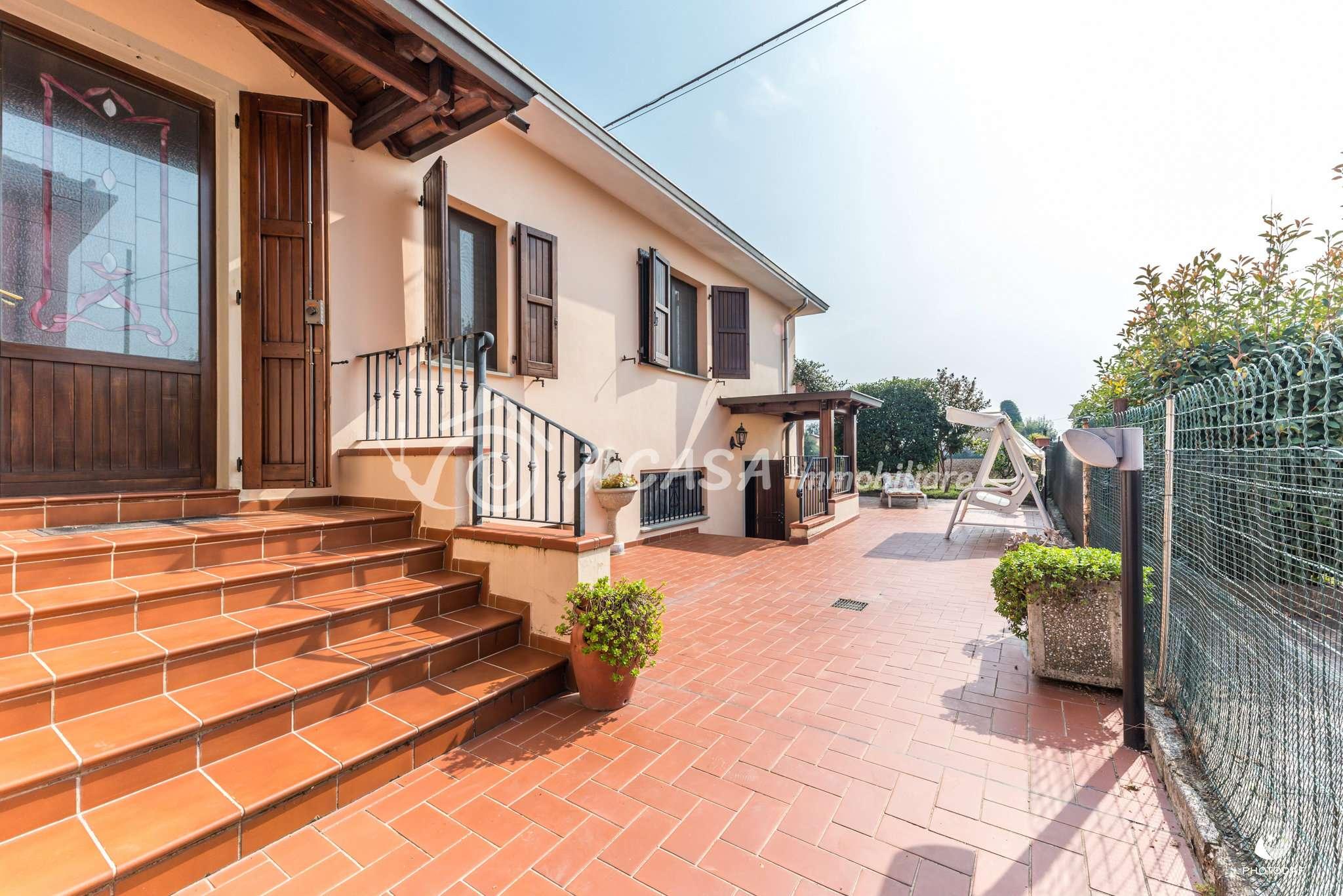 Villa in buone condizioni in vendita Rif. 7995479