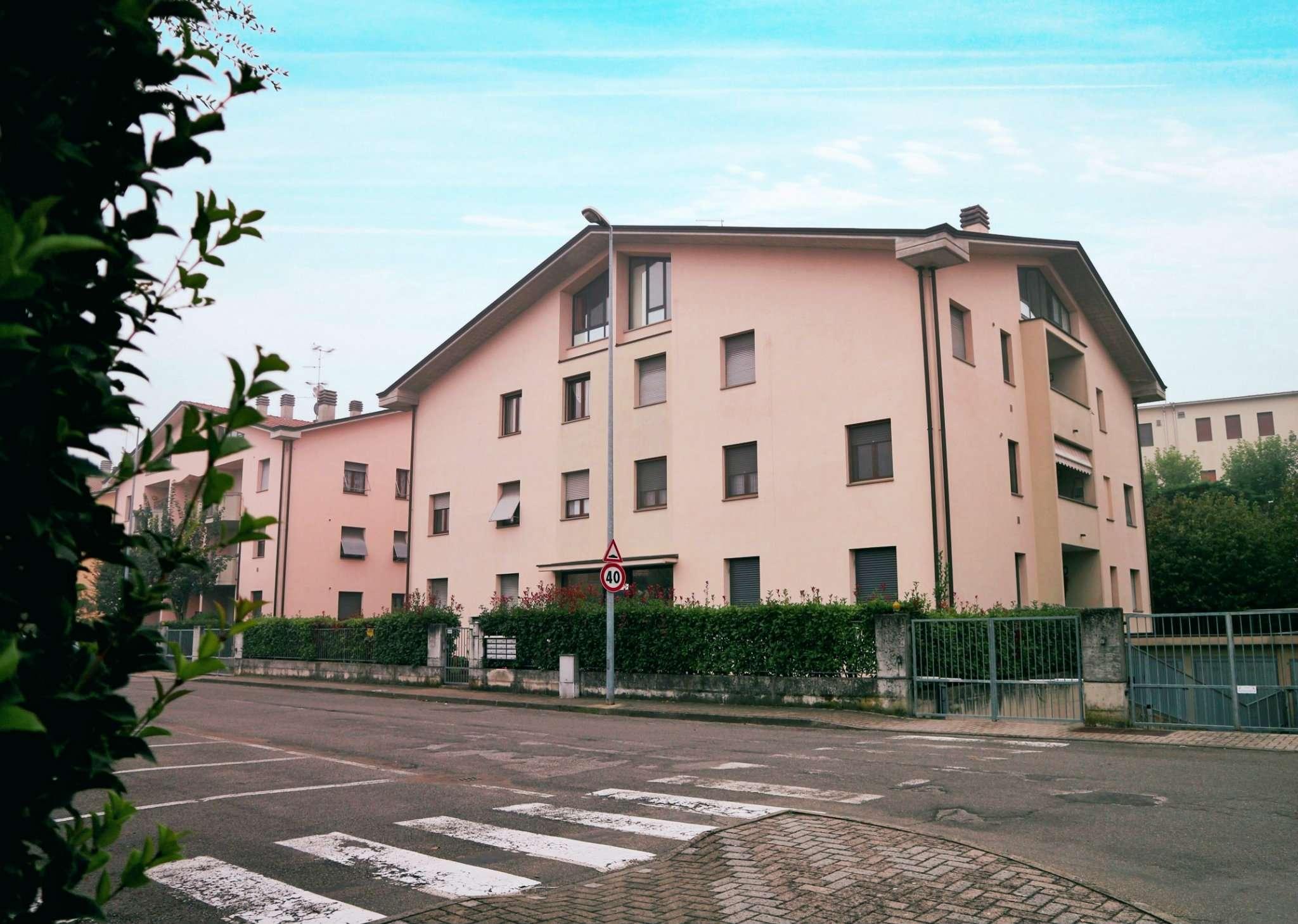 Appartamento in buone condizioni in vendita Rif. 8191876