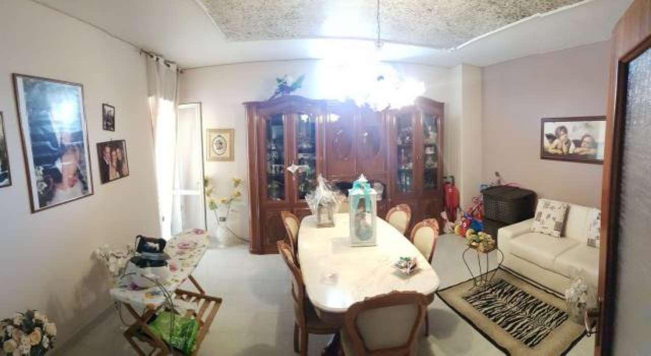 Appartamento in buone condizioni in vendita Rif. 7893817