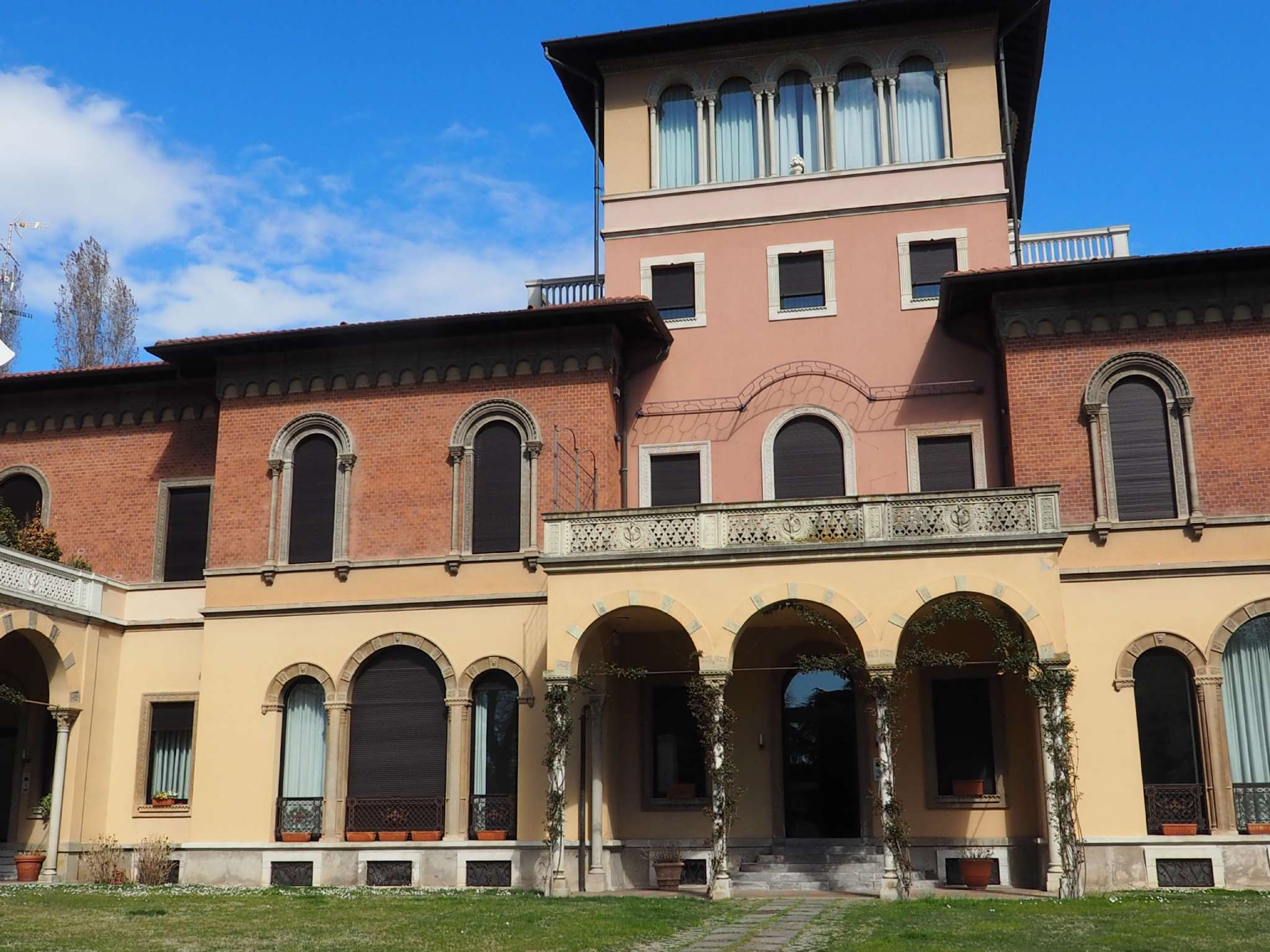 Appartamento in affitto a Gallarate, 3 locali, prezzo € 1.200   CambioCasa.it