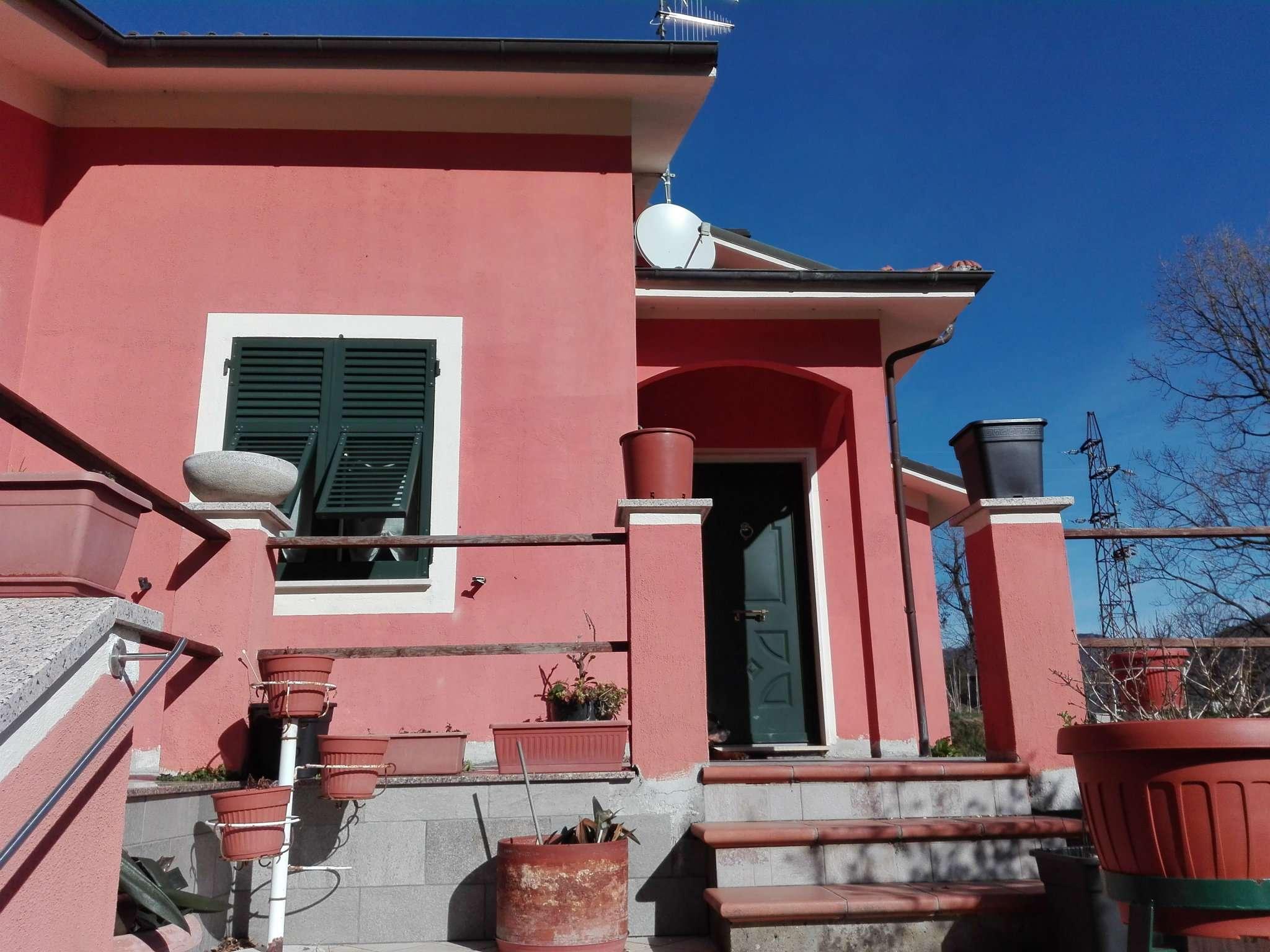 Villa in vendita a Lumarzo, 9999 locali, prezzo € 395.000   CambioCasa.it