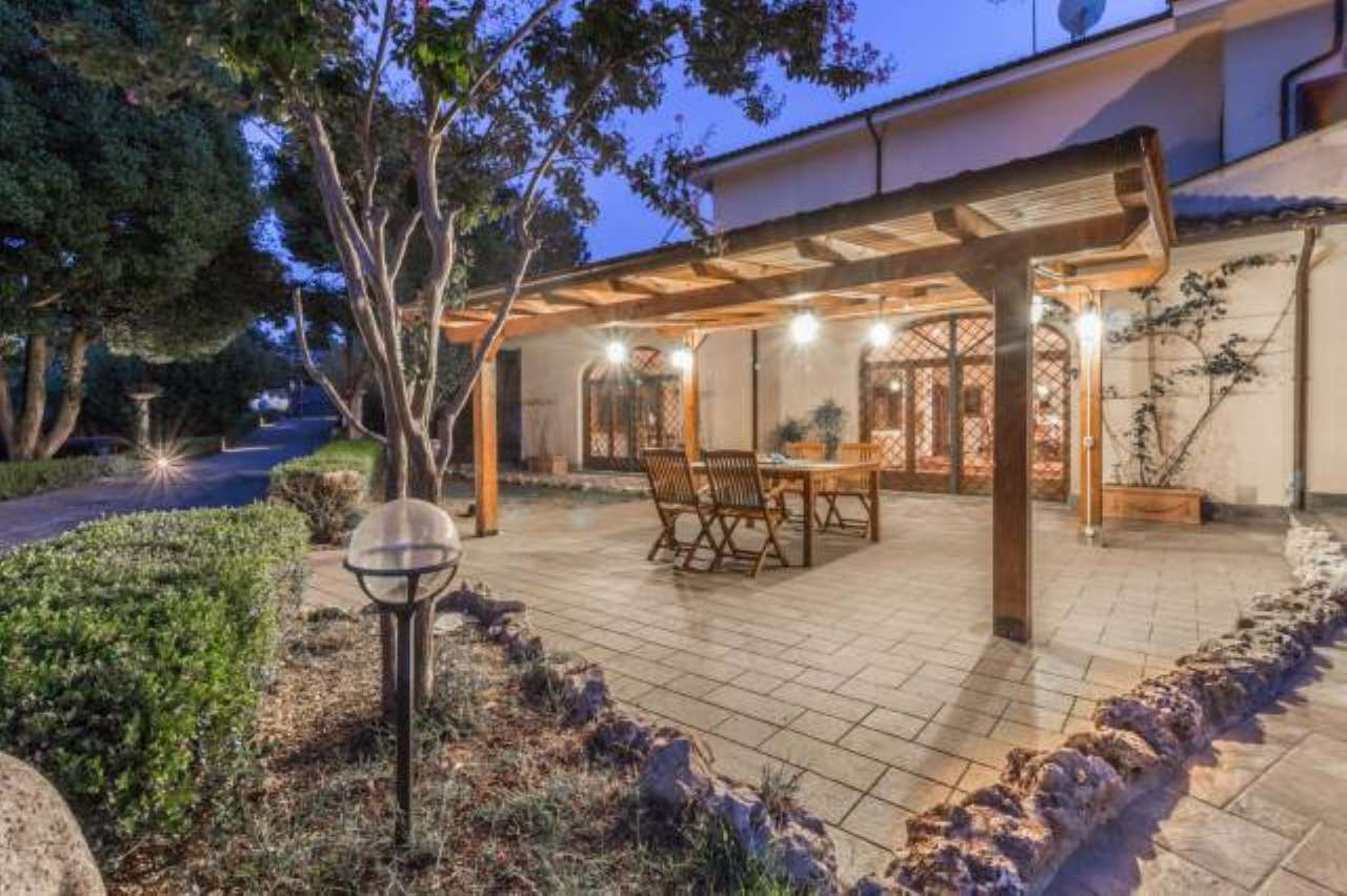 Villa in ottime condizioni in vendita Rif. 8914473