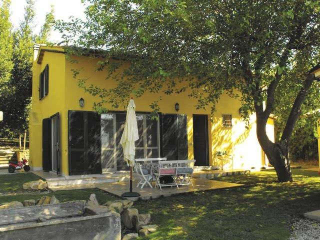 Villa in ottime condizioni in vendita Rif. 9293098