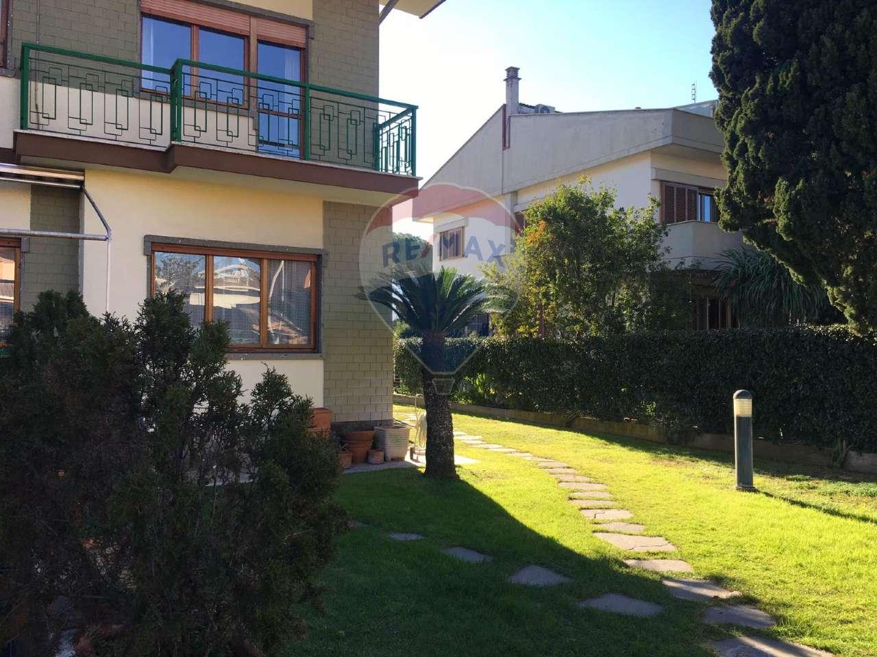 Villetta a schiera in buone condizioni parzialmente arredato in vendita Rif. 9471006