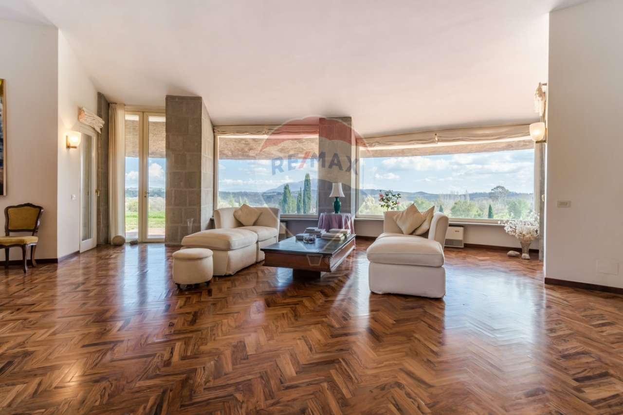 Villa in vendita a Campagnano di Roma, 13 locali, prezzo € 940.000 | CambioCasa.it