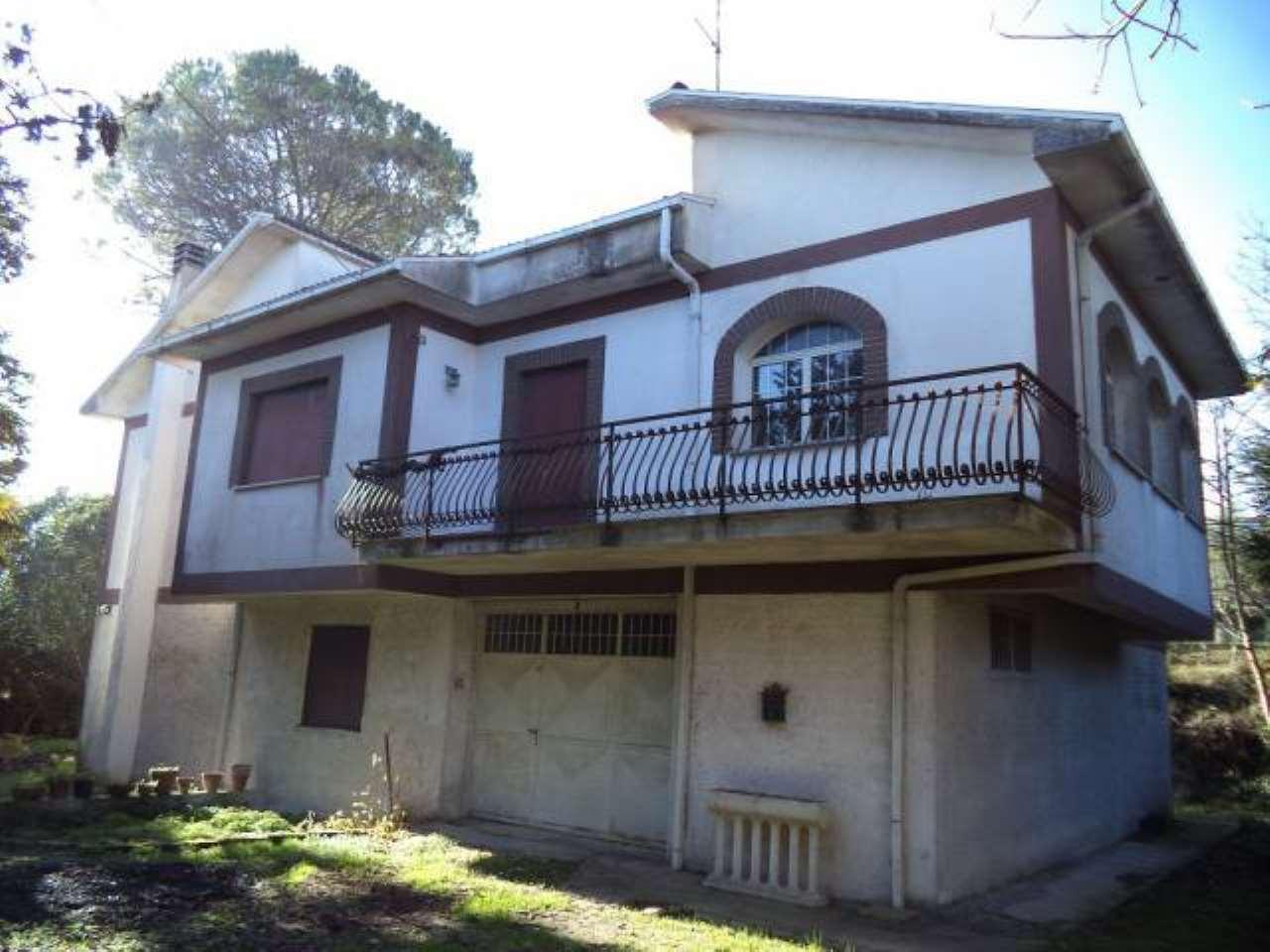 Villa in vendita a Arce, 6 locali, prezzo € 115.000 | CambioCasa.it