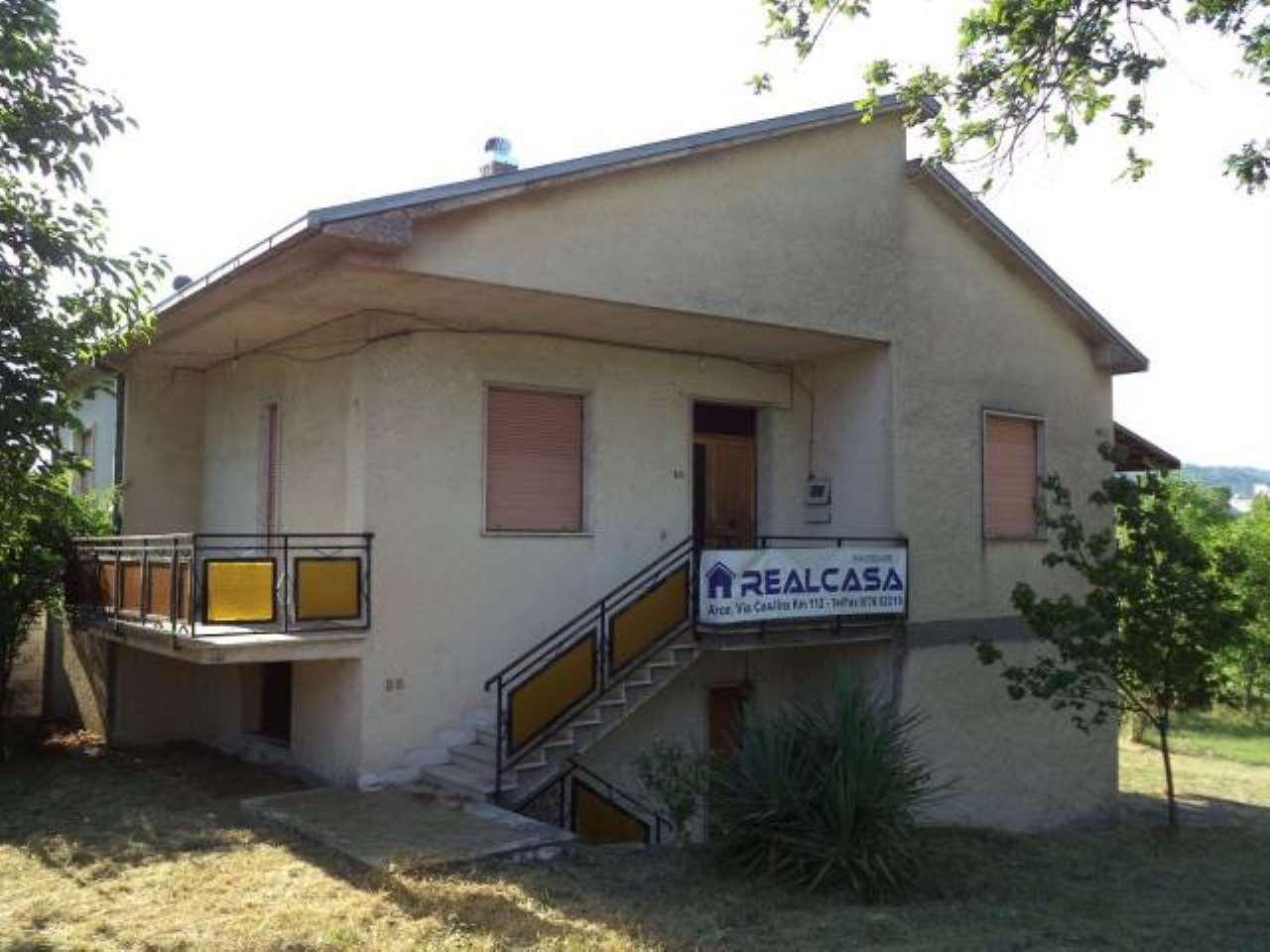 Villa in vendita a Arce, 5 locali, prezzo € 109.000 | CambioCasa.it