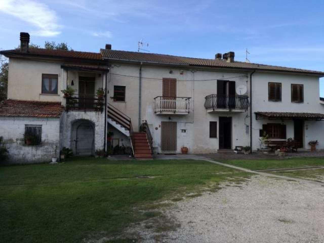 Appartamento in buone condizioni parzialmente arredato in vendita Rif. 8612405