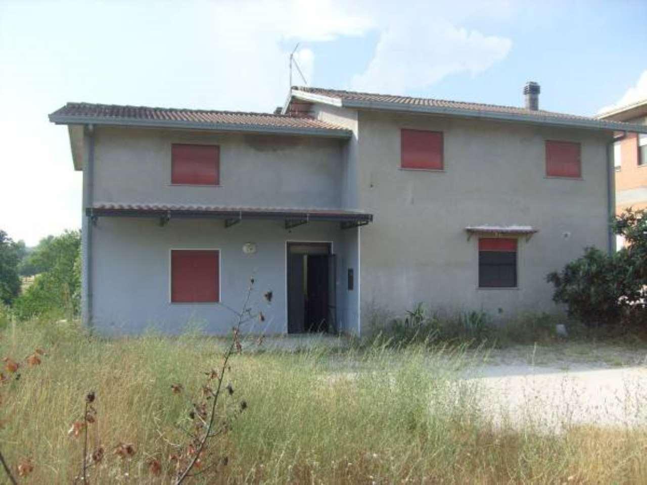 Villa in vendita a Arce, 6 locali, prezzo € 110.000 | CambioCasa.it