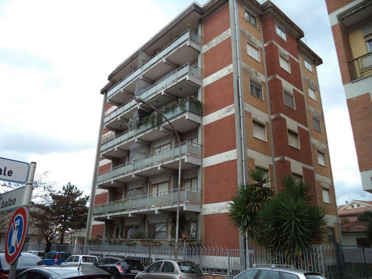 Appartamento in buone condizioni in vendita Rif. 8779668