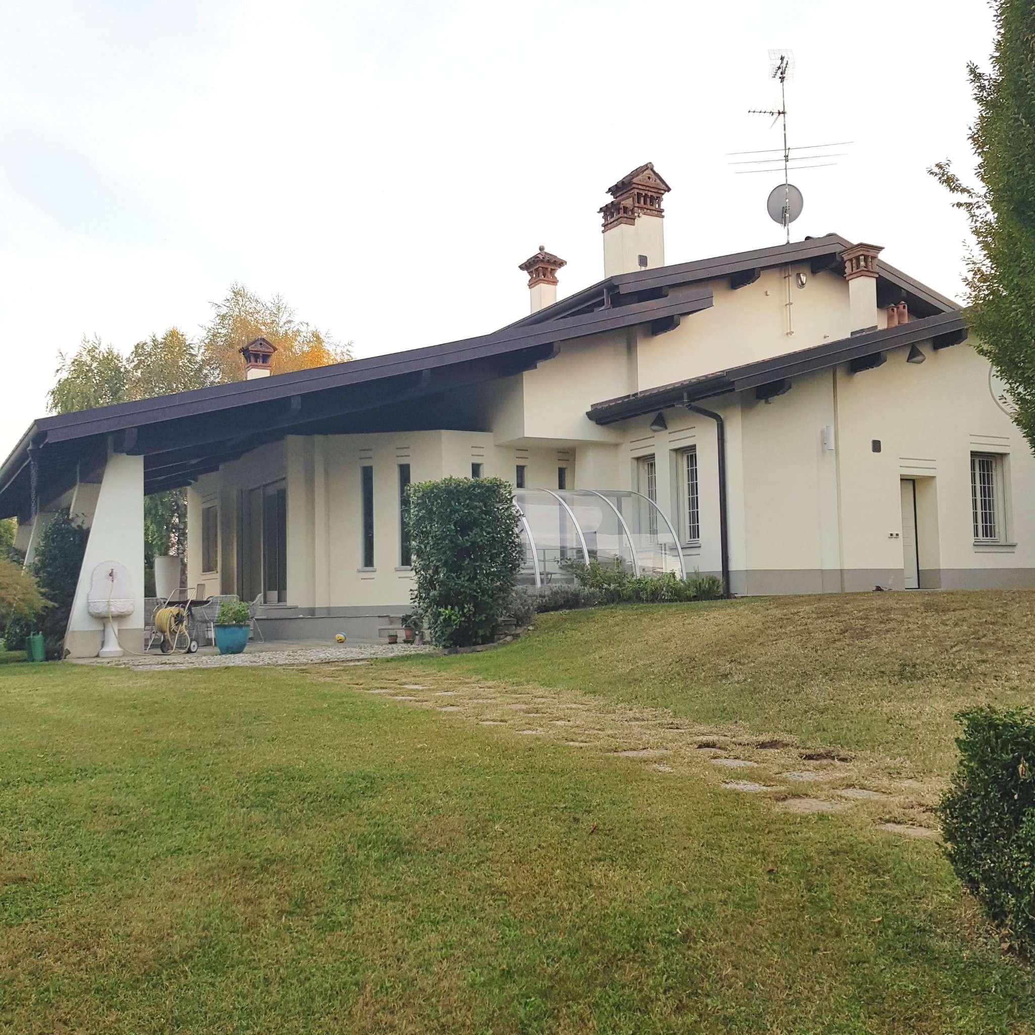 Villa in vendita a Casnate con Bernate, 4 locali, Trattative riservate   CambioCasa.it