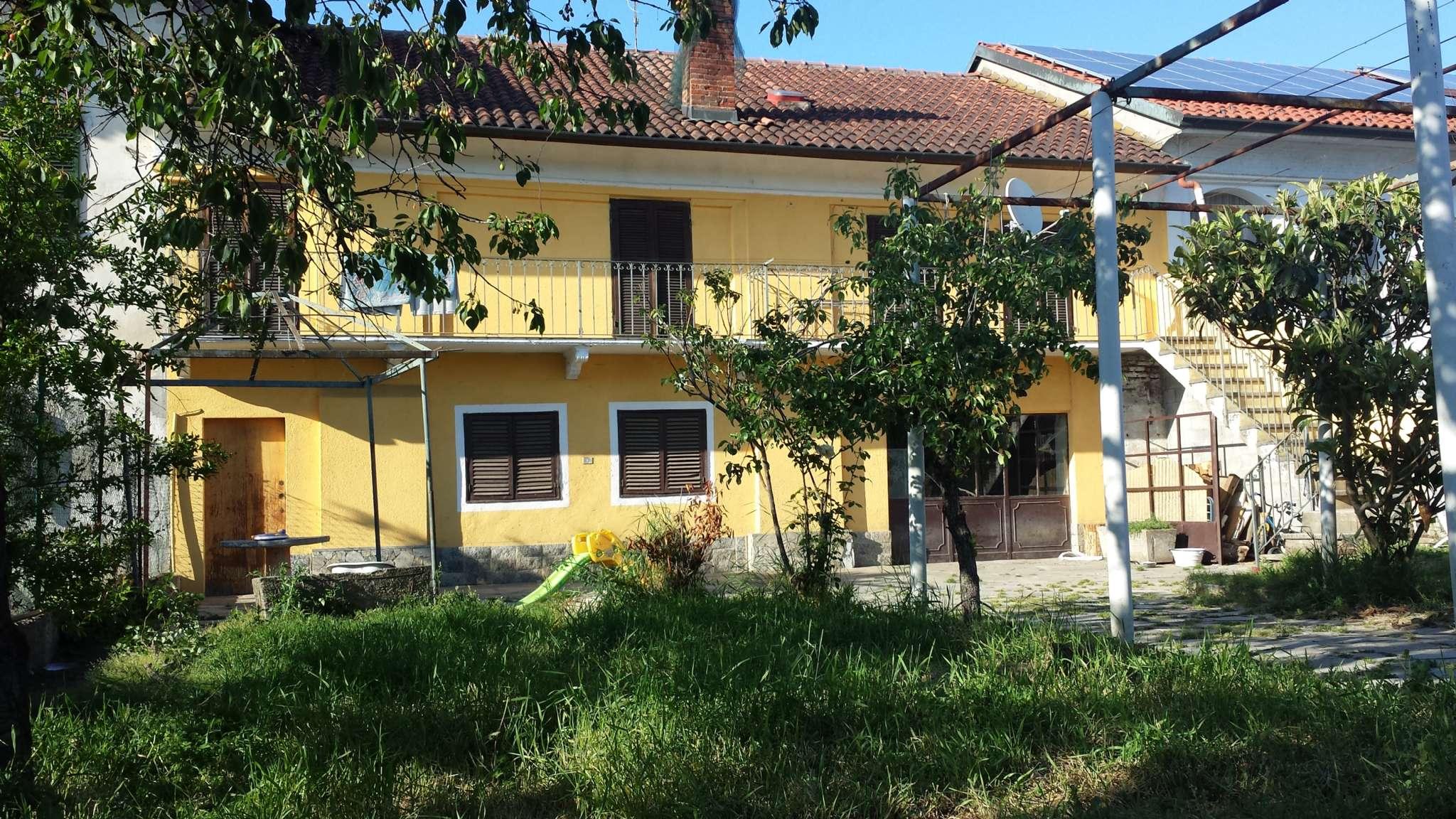 Soluzione Indipendente in vendita a Santhià, 7 locali, prezzo € 89.000 | CambioCasa.it