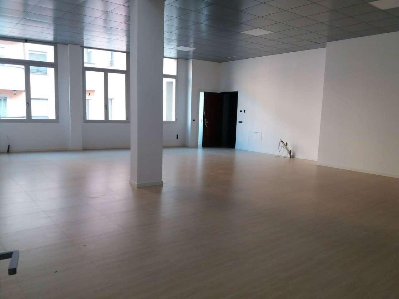 Ufficio / Studio in affitto a Saronno, 1 locali, prezzo € 1.375 | CambioCasa.it