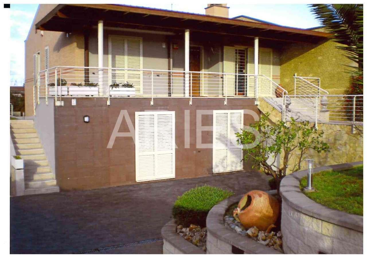 Villa Bifamiliare in vendita a Roma, 10 locali, zona Zona: 22 . Eur - Torrino - Spinaceto, prezzo € 885.000 | CambioCasa.it