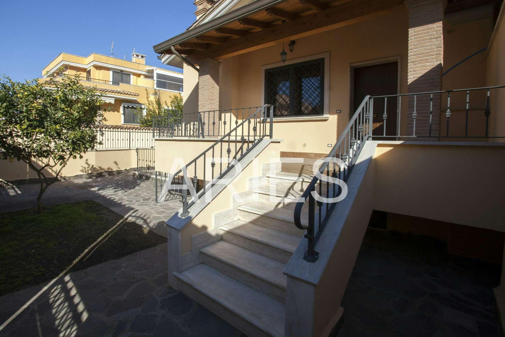 Villa Tri-Quadrifamiliare in vendita a Roma, 6 locali, zona Zona: 38 . Acilia, Vitinia, Infernetto, Axa, Casal Palocco, Madonnetta, prezzo € 250.000   CambioCasa.it