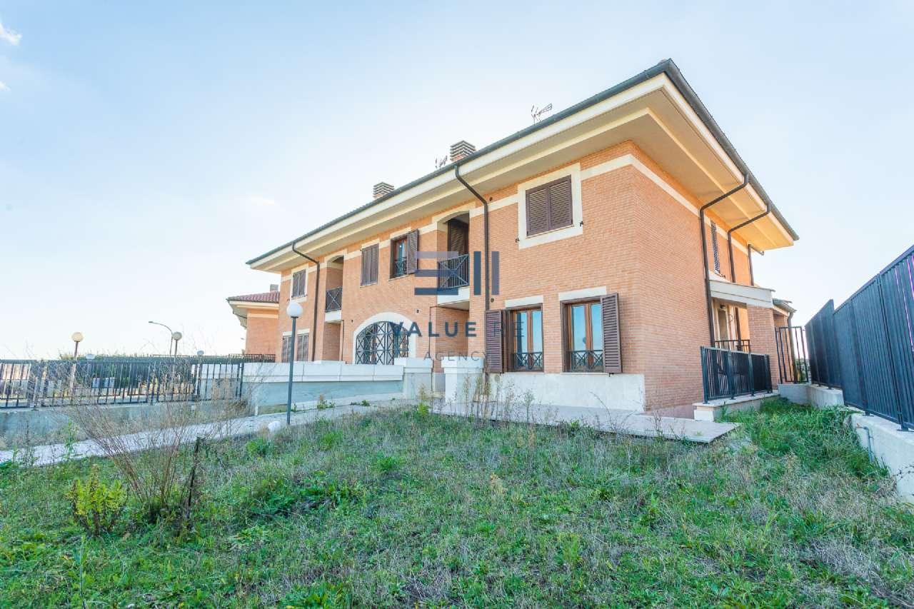 Villa Tri-Quadrifamiliare in vendita a Roma, 6 locali, zona Zona: 22 . Eur - Torrino - Spinaceto, prezzo € 430.000   CambioCasa.it